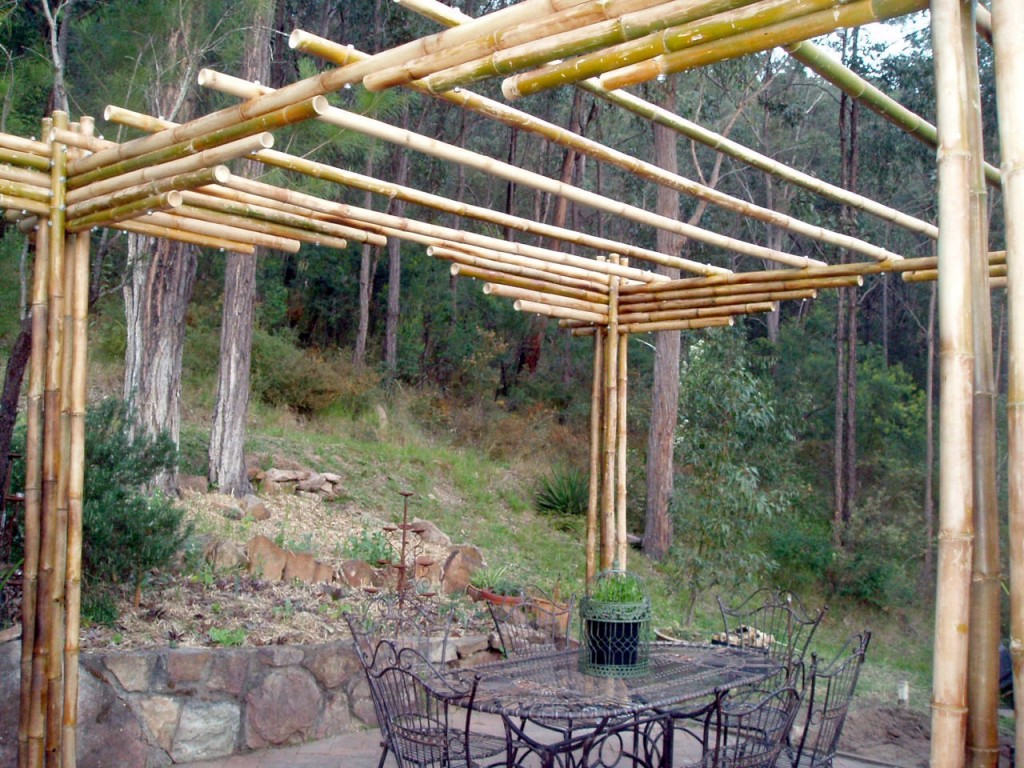 The pergolas on the top add to the overall rigidity and provide support for the vines.