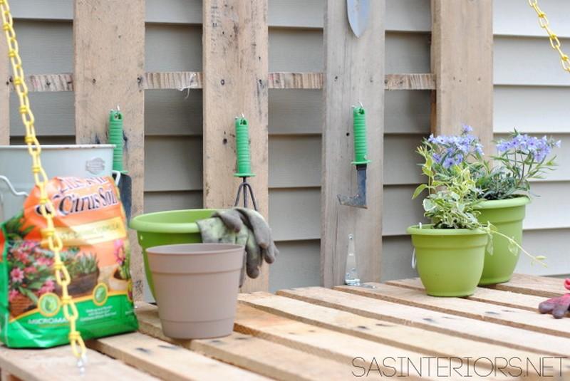 DIY Folding Pallet Gardening Bench