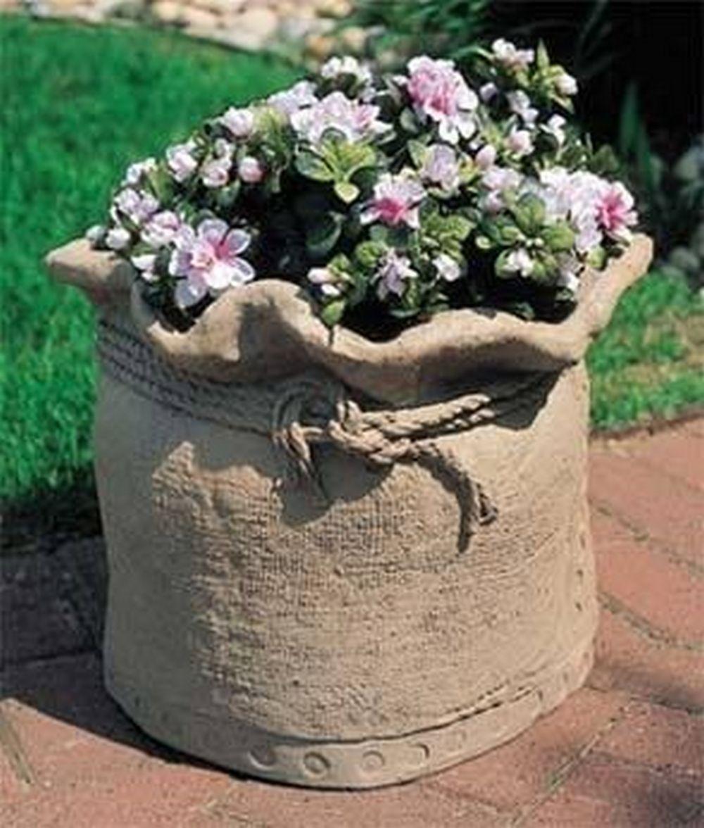 DIY Burlap Bag Shaped Concrete Planters | The garden!
