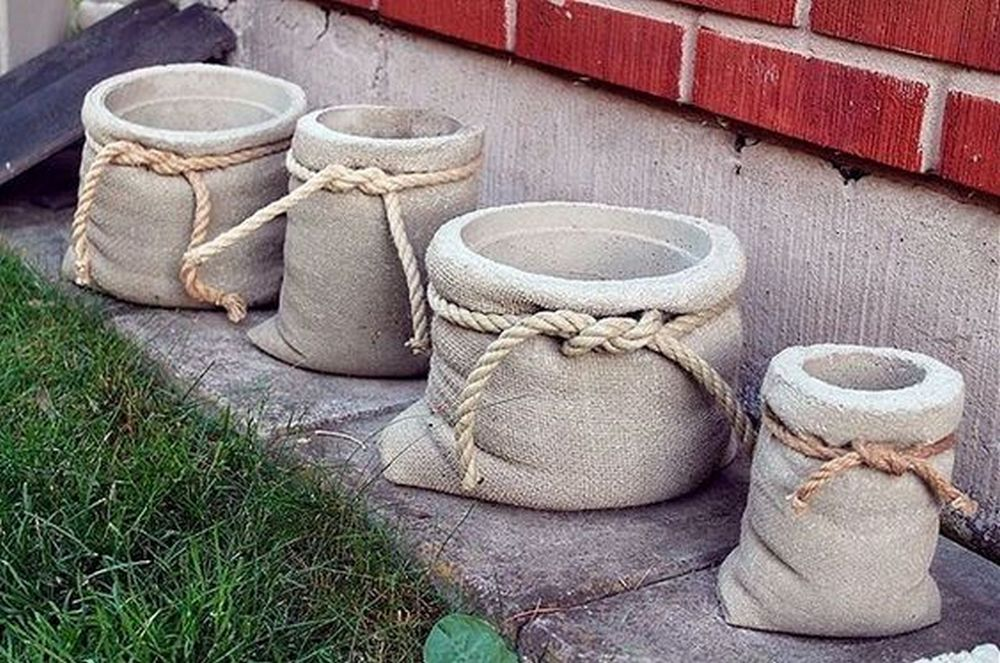 These burlap-shaped planters will look good in your garden!
