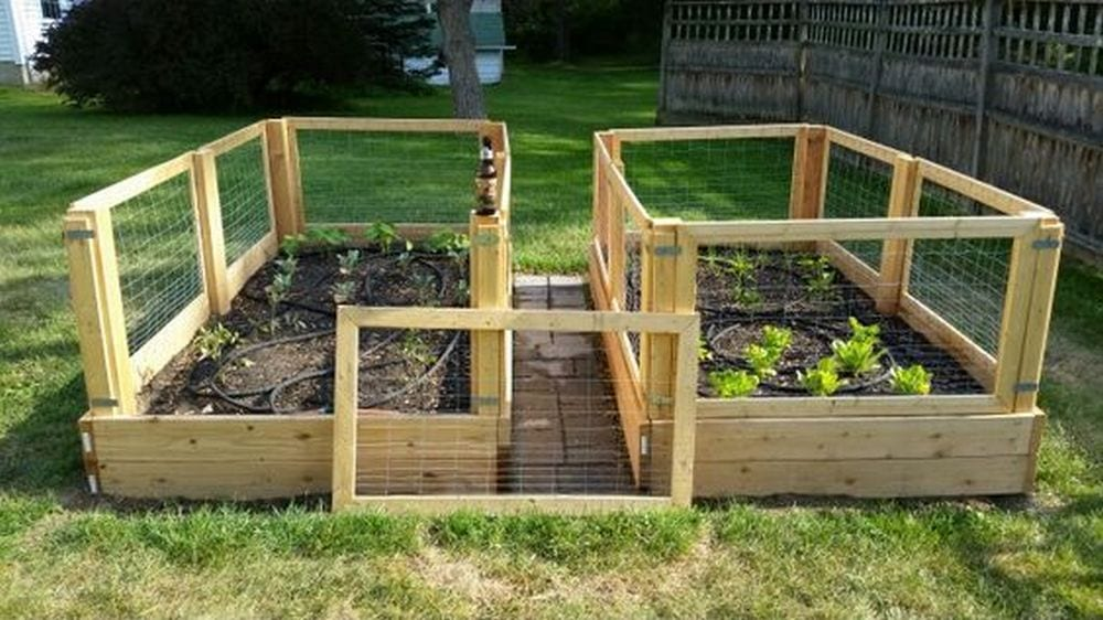 Say goodbye to backaches with this removable raised garden bed fence!