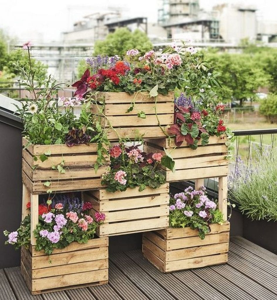 How to Build a Vertical Box Planter - The garden!