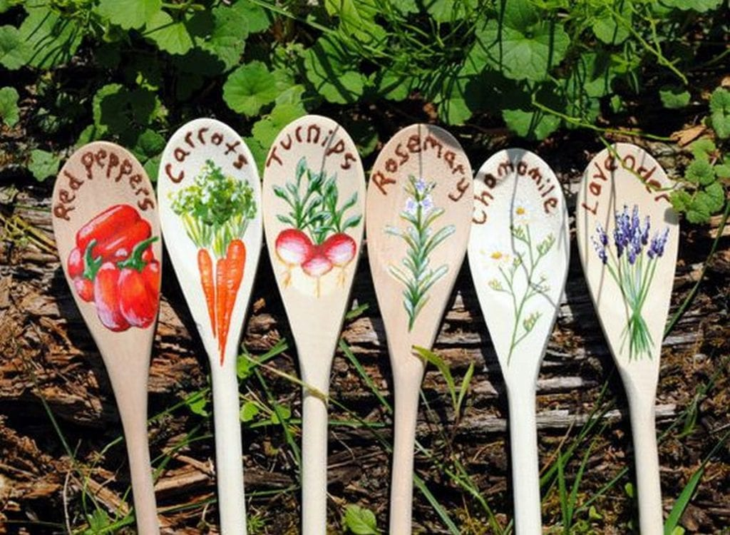 Look at these wooden spoons turned garden markers. Adorable, aren't they?