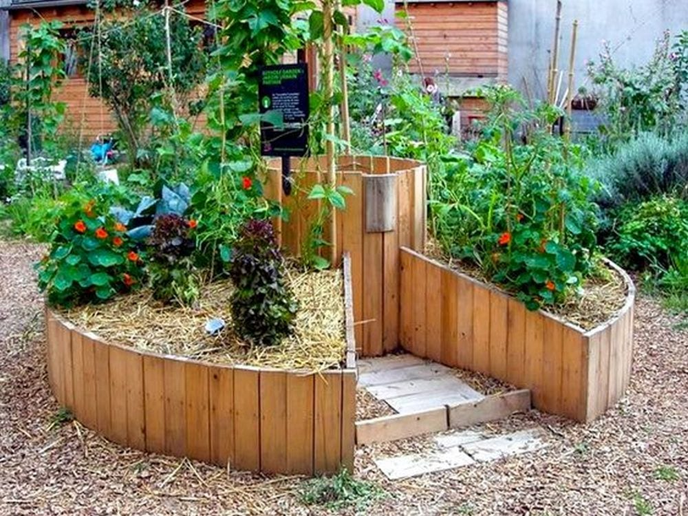 Aside from its aesthetic appeal, keyhole garden beds serve a lot of purpose, too.