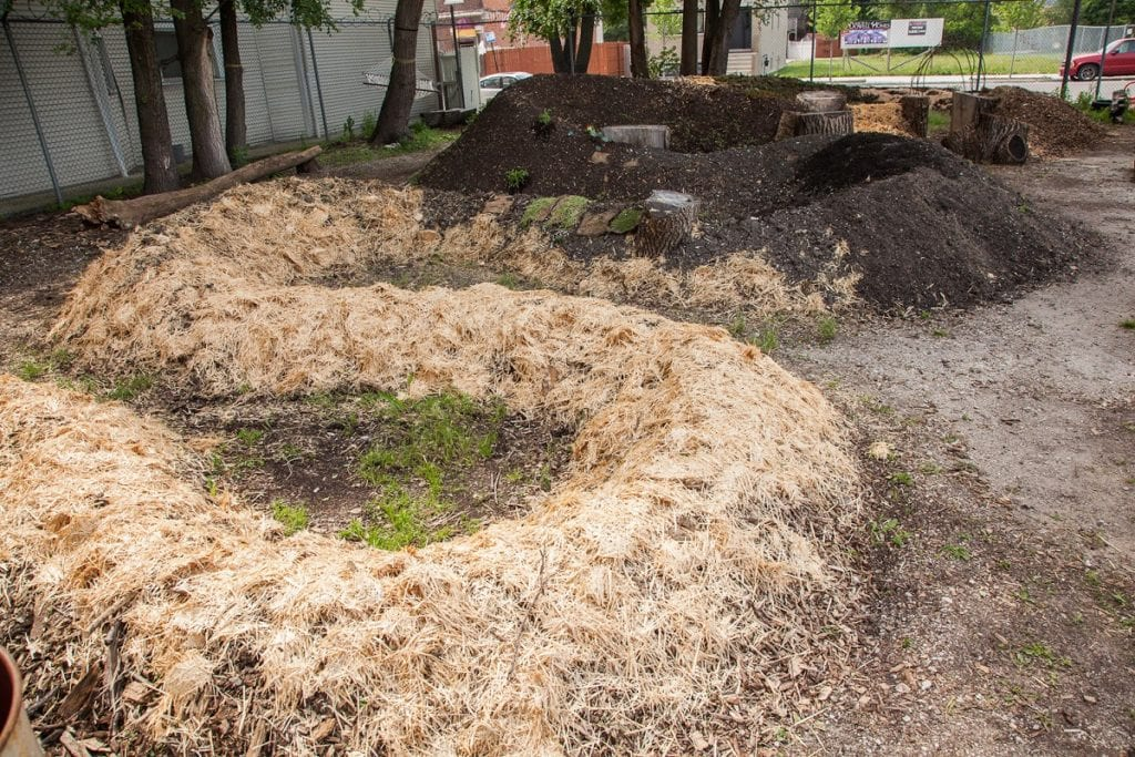 Building a hügelkultur bed involves a fairly uncomplicated process of piling layers of organic material from the ground up